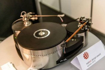 Munich High End 2015 Reed show turntable tonearm
